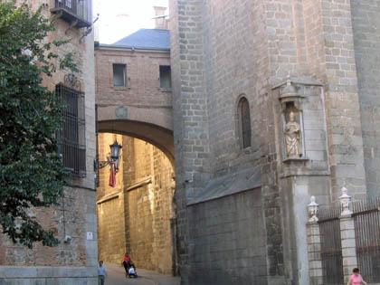 plazaayuntamiento_arcosdetoledo.jpg
